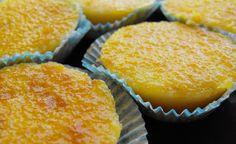 Apesar do nome queijadas, a receita não leva qualquer tipo de queijo, mas sim leite, ovos e açúcar. Estes doces são uma delícia para servir num lanche