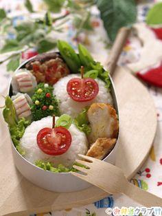 Apple-Shaped Tomato on Rice Ball, Onigiri Bento Lunch (Cherry Tomato, Crispy Fried Noodle, Thin Sliced Snap Pea)