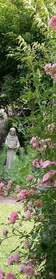 Francis of Assisi in garden. Garden Fountains, Garden Statues, Things To Do In Kelowna, Landscape Design, Garden Design, Francis Of Assisi, Beautiful Gardens, Magical Gardens, Amazing Gardens