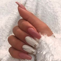Marble coffin nail designs have become more and more popular in recent years, and the trend has not abated at all. Marble nails are a kind of nail art design which imitates the appearance of marble. Everyone can create this nail art design on their o Cute Acrylic Nails, Cute Nails, Glitter Nails, Coffin Acrylic Nails Long, Winter Acrylic Nails, Gold Glitter, White Gel Nails, Pink Coffin, White Coffin Nails