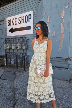 Stumped on summer wedding outfits? Southern style blogger, What Nicole Wore, wears a mint lace midi dress from Chicwish that'll get you on the best dressed list!
