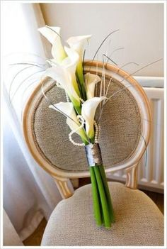 Few fresh cut flowers offer the elegance and versatility of the calla lily. If you are designing your own wedding bouquet, centerpieces or arrangements, the calla lily will provide all of the style… Bouquet Bride, Lily Bouquet Wedding, Calla Lily Bouquet, Calla Lillies, Floral Wedding, Lilies Flowers, Bridesmaid Bouquets, Flower Bouquets, Purple Wedding
