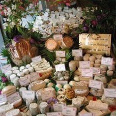 Dicas de Paris - o blog da Paris em Foco São os únicos a possuir quatro caves de refinação de queijos em Paris! 13 rue Poncelet, Paris 17e Metrô: Ternes www.fromage-alleosse.com
