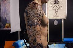 Tatouage réalisé sur le bras à l'occasion du salon du tatouage de Paris 2016 dans un style japonais #tattoo #tattoos #tatouage #japonais #paris #salondutatouage