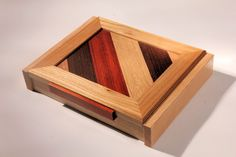 Wooden pen box by PassioneLegno on Etsy https://www.etsy.com/listing/218790219/wooden-pen-box
