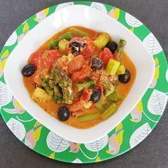 Ihr wisst ja schon, dass ich jede Menge Spargel im Garten habe. Deshalb gab es dieses Mal eine leckere mediterran angehauchte Spargelfpanne. Thai Red Curry, Low Carb, Ethnic Recipes, Blog, Olives, Tomatoes, Asparagus, Lawn And Garden, Blogging