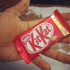 @kitkat @kitkatindia @kitkat_nestle  Kit Kat I haven't even thought in my dreams that I would be loving  kitkat this much. All this was due to her the sweetest evil one who'll kill me with lots of love . Heard many girls do love Cadbury Dairy milk and the ones who gift them would empty up their wallets coz that chocolate  just for name sake starts from 5 but ends with the celebrations pack or a very big chocolate  priced heavily!! It is also a known fact that girls would never like to have…