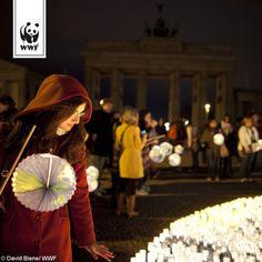 Am 28. März ist wieder #EarthHour . Macht ihr mit? Es gibt keine Umweltschutzaktion, die so groß ist wie die Earth Hour. Seid dabei, wenn Millionen Menschen rund um den Globus für eine Stunde das Licht ausschalten ►►► www.wwf.de/earth-hour-2015. Gemeinsam für mehr Klimaschutz!