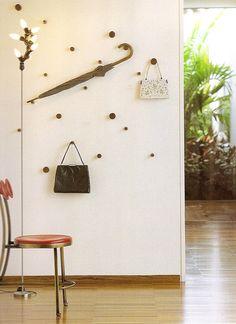 Parede de pendurar! Wood Hooks, Decoration Entree, Small Room Design, Interior Decorating, Interior Design, Bedroom Styles, Living Room Decor, House Design, Creative