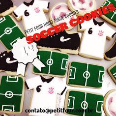 Biscoitos personalizados de futebol. Soccer decorated cookies.