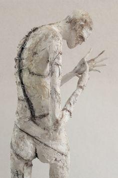 """Pablo Hueso. """"Espino"""" Figura Ne363. 2017. Arcilla polimérica. Acrílico. Cemento. Acero. 42 x 15 x 15 cm. http://www.pablohuesoart.com"""