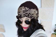 uncinetto moda e fantasia: cappellino in lana con ricamo in filo metalizato.....