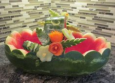 You are sure to get lots of ooohs and aaaahs with pretty watermelon baskets. See creative watermelon fruit salad baskets that you can make. Watermelon Fruit Salad, Watermelon Basket, Watermelon Carving, Fruit Displays, Fruit Art, Food Design, Good Food, Canning, Creative