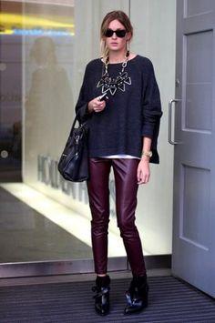 С чем носить кожаные штаны девушке?