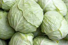 Fight Cancer with Cabbage Cabbage is a good source of vitamins, antioxidants and minerals. It can be added to the diet either raw or cooked. Packed with phytochemicals, cabbage is believed to fight many types of cancers including kidney cancer. Raw Cabbage, Cabbage Leaves, Health Remedies, Home Remedies, Cabbage Health Benefits, Braised Cabbage, Eating Raw, Clean Eating, Learn To Love