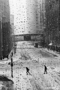 marc riboud-- the raindrops snow and monochrom. Marc Riboud, Henri Cartier Bresson, Black White Photos, Black And White Photography, Monochrome Photography, Street Photography, Art Photography, Robert Doisneau, French Photographers