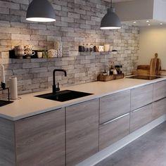 Dekorasyonuna bayıldığım ve herkese fikir verecek bir mutfak bence 😍 Siz bu mutfak hakkında ne düşünüyorsunuz? #kitchendesign…
