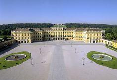 - http://www.hofburg-wien.at/en/plan-your-visit/admission-charges/sisi-ticket.html Schönbrunn (slottet)