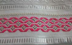 TOALHAS DE MÃO COM PONTO RETO no Elo7   Mami`s fez pra mim (E5F6CC) Bargello Needlepoint, Swedish Embroidery, Fez, Blanket, Boho, Crochet, Toilet Paper Art, Hand Towels, Crochet Stitches