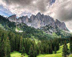 near Gruyeres loop up/down looks similar to Dolomites 800m, Wanderland, Switzerland, Westerns, Places To Visit, Hiking, Europe, Tours, Mountains