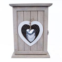 Skrzynka na klucze ozdobiona metalowymi sercami lovelypassion.pl #shabbychic #vintage #country #shop #decor #home #dom #dekoracja #inspiration #beautiful