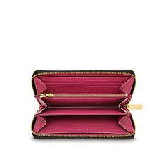 Discover Louis Vuitton Zippy Wallet: The Zippy Wallet gets an upgrade: this new version of our iconic wallet boasts 4 extra credit card slots and a colourful leather lining. Combining well-organised functionalities with a pure design, it is the optimal answer to an urban lifestyle.