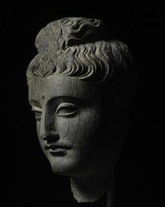 Head of Buddha. Ancient Region of Gandhara, century. Nayef Homsi Ancient Art of Asia at Asia Week New York 2015 Buddha Figures, Buddha Zen, Art Antique, Sculpture Projects, Plastic Art, Buddhist Art, Medieval Art, Sacred Art, Religious Art