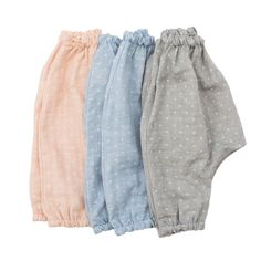 A comfy and airy harem pant, especially for babies. Made from light pink cotton gauze that gets softer and softer with washing. The relaxed and generous cut of this pant offers plenty of room for eith