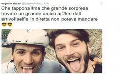 Giro 2015, l'incredibile selfie durante la tappa Dopo aver contagiato praticamente tutti gli sport, la mania dei selfie contagia anche il ciclismo. Il corridore Eugenio Alafaci, a due chilometri dal traguardo di Campitello Matese, ha visto a bordo #selfie #alafaci #giro #ciclismo