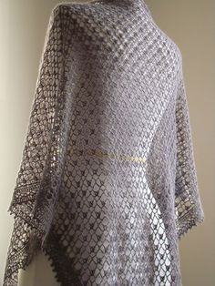 Beautiful shawl. Pattern is in French but also in English. If you scroll through, click on here here, it brings up the shop.  Then scroll down to ravelry and you can find info about the shawl there. Pattern is not free.