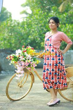 sainuzZ Salwar Suit Neck Designs, Kurta Designs Women, Frock For Women, Dress Clothes For Women, Office Wear Dresses, Dress Outfits, Kurtha Designs, Casual Frocks, Kalamkari Dresses