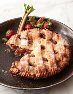 strawberry rhubarb pie  http://rstyle.me/n/skn5epdpe