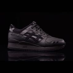 "ASICS GEL-Lyte III ""Black Mamba"": When in the hot August sun, harness the essence of the cold blooded. Rare Sneakers, Best Sneakers, All Black Sneakers, Asics Tiger Gel Lyte, Asics Gel Lyte Iii, Baskets, Sneaker Bar, Latest Shoe Trends, Black Mamba"