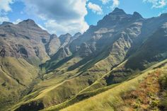 Best Hikes in Drakensberg Guide South Africa Art, Visit South Africa, Midland Meander, Honeymoon Photography, Photography Tips, Road Trip Destinations, Holiday Destinations, The Beautiful South, Best Hikes