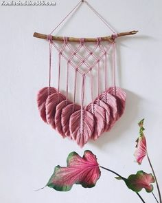 New Free Macrame Patterns projects Thoughts Discover all that you should find out to develop beautiful macrame projects. Macrame Wall Hanging Diy, Macrame Art, Macrame Projects, Macrame Knots, Macrame Plant Hangers, Micro Macrame, Art Macramé, Diy And Crafts, Arts And Crafts
