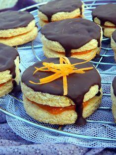 Paleo isler rumos sárgabarack lekvárral töltve 1. ... nagy isler rajongó vagyok, így ez a sütemény sem hiányozhatott a paleos ... Low Carb Recipes, Baking Recipes, Healthy Recipes, Healthy Meals, Hungarian Recipes, Hungarian Food, Sweet Cakes, Doughnut, Cheesecake