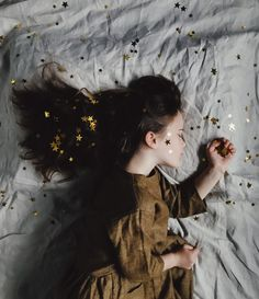 woman in brown long-sleeved top sleeping on bed photo – Free People Image on Unsplash Narcissistic Children, Brown Long Sleeve Tops, Persona Feliz, Stages Of Sleep, Salud Natural, Conceptual Photography, Photography Ideas, Thought Catalog, Nebulas