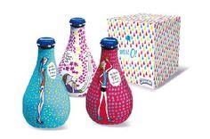 Le packaging primaire nous permet ici d'identifier clairement le positionnement du produit. La cible est : les femmes jeunes, dynamiques et pétillantes qui sont sensibles à leur bien-être mais aussi à l'aspect du produit. Le packaging est coloré ainsi il est synonyme de plaisir et gourmandise.   Le contenant a été repensé, le design de la bouteille est plus élancé. Visuellement, le produit est plus sexy et attractif pour les femmes par rapport à la gamme classique.