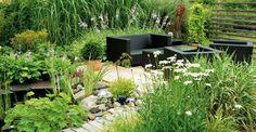 klassischer garten mit rondell pflastersteinen brunnen. Black Bedroom Furniture Sets. Home Design Ideas