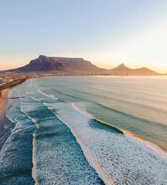 Endless surf in Cape Town, South Africa