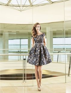 Disponible con el fondo guinda hasta la talla 42. Trendy Fashion, Fashion Outfits, Womens Fashion, Evening Dresses, Prom Dresses, Special Occasion Dresses, Pretty Dresses, Formal, Ready To Wear