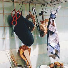 大好きなブルーとブラウンのチェック。◎バイヤー 加藤日々、我が家のキッチンで活躍してくれている、クラークトのキッチンクロス。どこか乙女心をくすぐられる、チェックのモチーフと、ブルーとブラウンのちょっと