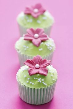 http://www.alfemminile.com/cucina/album807842/idee-decorazione-cupcake-0.html
