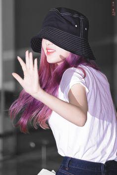 Yena at gmp airport off to japan Sakura Miyawaki, Only Girl, Face Claims, Girl Face, Girl Group, Rapper, Winter Hats, Swag, Pretty