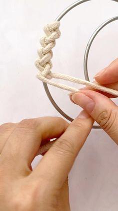 Rope Crafts, Diy Crafts Hacks, Diy Home Crafts, Creative Crafts, Yarn Crafts, Crafts To Make, Diys, Macrame Wall Hanging Diy, Macrame Art