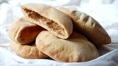Pita chléb Foto: Bread Baking, Hot Dog Buns, Ale, Sausage, Fresh, Breakfast, Recipes, Foods, Basket