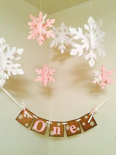 Winter Onederland Birthday Decoration - I am 1 Photo Prop - I am 1 High chair Banner - 1st Birthday Winter Garland Boy/Girl - CUSTOM Colors
