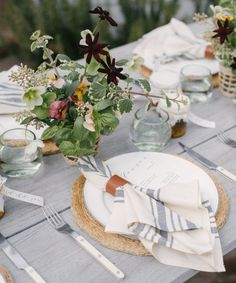Relaxed and ethereal is how I'd describe Jenni's table setting style. Soft washed linens and old-fashioned blooms combine perfectly for a fresh approach to entertaining. Fresco, Table Place Settings, One Step, Centerpieces, Table Decorations, Party Entertainment, Fresh Flowers, Wedding Reception, Wedding Pins