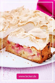 Rhubarb cake with meringue is a real classic. He particularly impresses with the delicious combination of sweet and sour. The best recipe! Baking Recipes, Cake Recipes, Rhubarb Cake, Evening Meals, Food Cakes, Food Items, Mojito, Graham, Sweet Treats