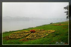 Sông Hương, nguồn cảm hứng bất tận của thi nhân, mặc khách với bao vần thơ trác tuyệt, bao dòng nhạc đắm say.    Mùa xuân, với làn sương dày đặc, dòng sông càng trở nên mơ hồ, huyền ảo. Những khóm hoa rực rỡ bên cạnh dòng nước lãng đãng tạo thành một k http://maylocnuoc.biz.vn/loc-nuoc.html  http://maylocnuoc.biz.vn/may-loc-nuoc-ro-europura-105n.html  http://maylocnuoc.biz.vn/  http://maylocnuoc.biz.vn/may-loc-nuoc-ro-tinh-khiet-gia-dinh-gia-re-uong-truc-tiep.html